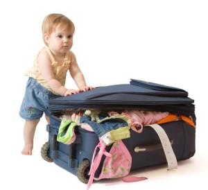 ninos-haciendo-maleta